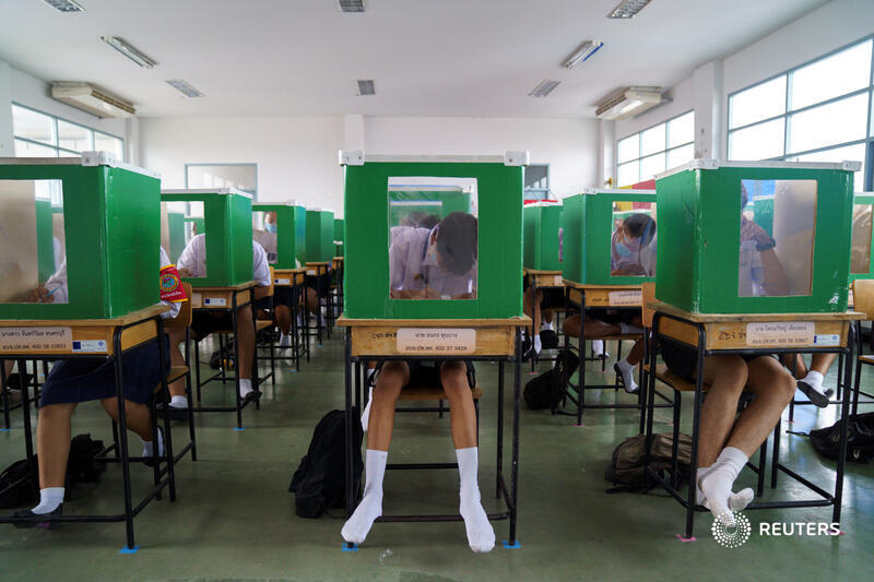 Students wearing face masks and face shields sit behind old ballot boxes repurposed into partitions as schools in Thailand reopen. More photos: https://t.co/glTFBFpRbT 📷 @Athit_P https://t.co/REIRjTO3Ij