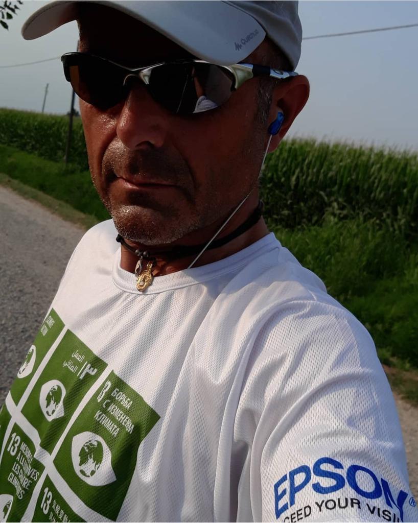Altri aggiornamenti del nostro team nella #Challengecontrolafame di @acf_italia! Ecco il nostro Luca Cassani mentre macina kilometri! #Epsonaccettalasfida e si posiziona al sesto posto della classifica generale, ma punta al quinto con un ultimo sforzo! https://t.co/g8IPmDXxLV