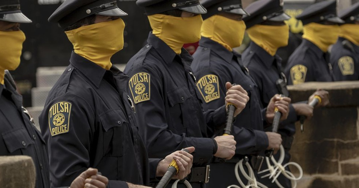 HBO's 'Watchmen' and Seattle police today: https://t.co/3wGPyZwqfo