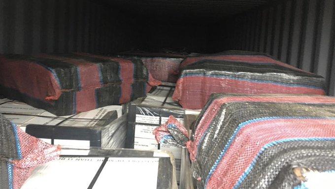 Douane onderschept 493 kilo cocaïne tussen blikken tonijn https://t.co/p4IBAarhlW https://t.co/oga77Ik1c3