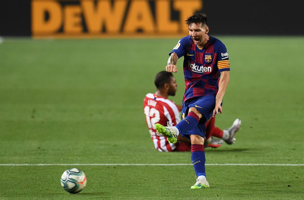 Most GOALS+optaASSISTS in year 2020 (all comps, players from top5 lgs)#barcastat  Messi 24 (12+12) 3p Lewandowski 23 (19+4) 3p Kai Havertz 21 (13+8) 3p Muller 19 (7+12) 0p Cristiano 19 (16+3) 7p Haaland 18 (16+2) 0p https://t.co/MdVbsATevC
