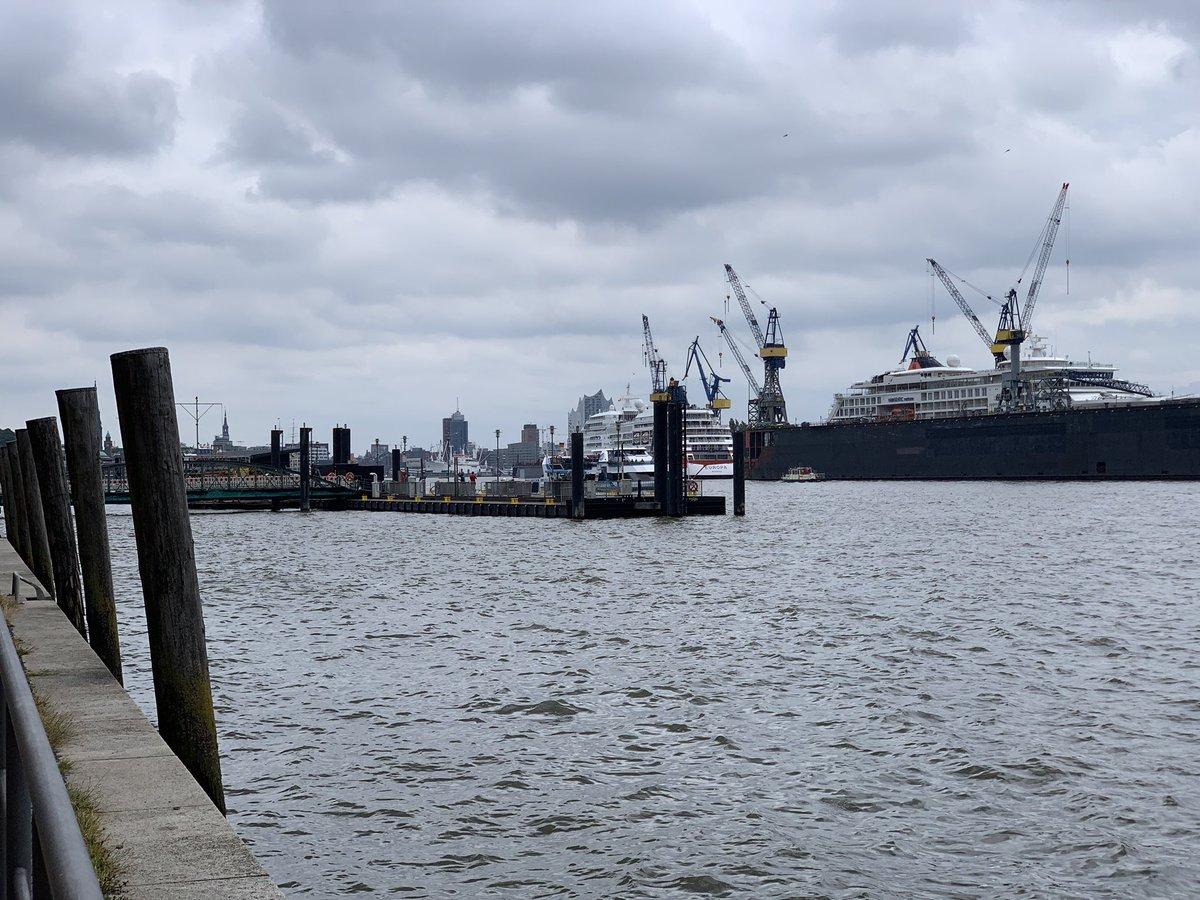 Dock 11  #portoftheday #portofhamburg #hamburg #portporn #elbe #dock11 #dailyportpic #HamburgerHafen #schifffahrt #Altona #Holzhafen #Fischmarkt #elphi #kulturverliebt pic.twitter.com/RiKgqajNe4  by Kulturverliebt
