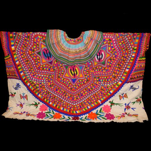 Huipil, traditional garment hand embroidered by women of San Mateo Ixtatan, a small Mayan town in the Guatemala highlands, who formed their own union to stop large fashion corporations stealing their designs #womensart