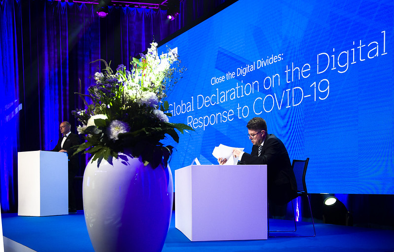 #Estonia and #Singapore call for support for global #digititalisation. Successful #digitization requires robust multilateral #cooperation, according to Estonian FM Reinsalu who called on all countries to join a #digital declaration: https://t.co/omICbrR5Db #bridgethedigitalgap https://t.co/nc0qwLzaaO