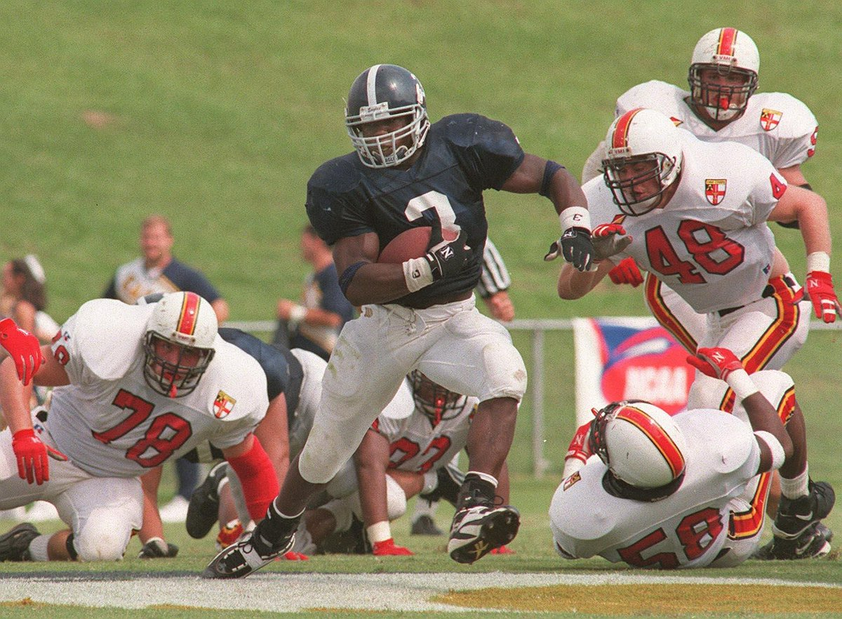 .@GeorgiaSouthern's Adrian Peterson holds virtually every rushing record in GSU and SoCon history:  - Career rushing yards= 6,559 - Rush attempts= 996 - Rushing TD's (84) & pts. (524)  The 4x first team all-conference RB led @GSAthletics_FB to 4 straight SoCon 🏆's #HailSouthern https://t.co/o6aMsnSfer