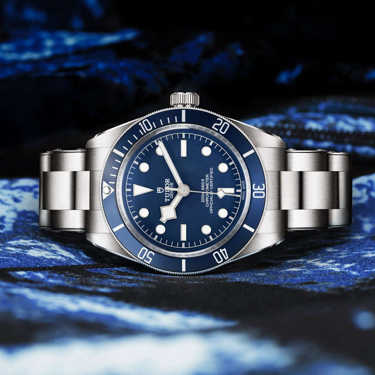 """The new TUDOR Black Bay Fifty-Eight """"Navy Blue"""" 39mm, Manufacture Calibre MT5402. Designed for slim wrists and vintage enthusiasts alike. #BB58 #BorntoDare #OfficialRetailer #FraserHart  View the #TudorWatch collection at Fraser Hart https://t.co/tc70zTQftx https://t.co/Ry7H9I7Wix"""