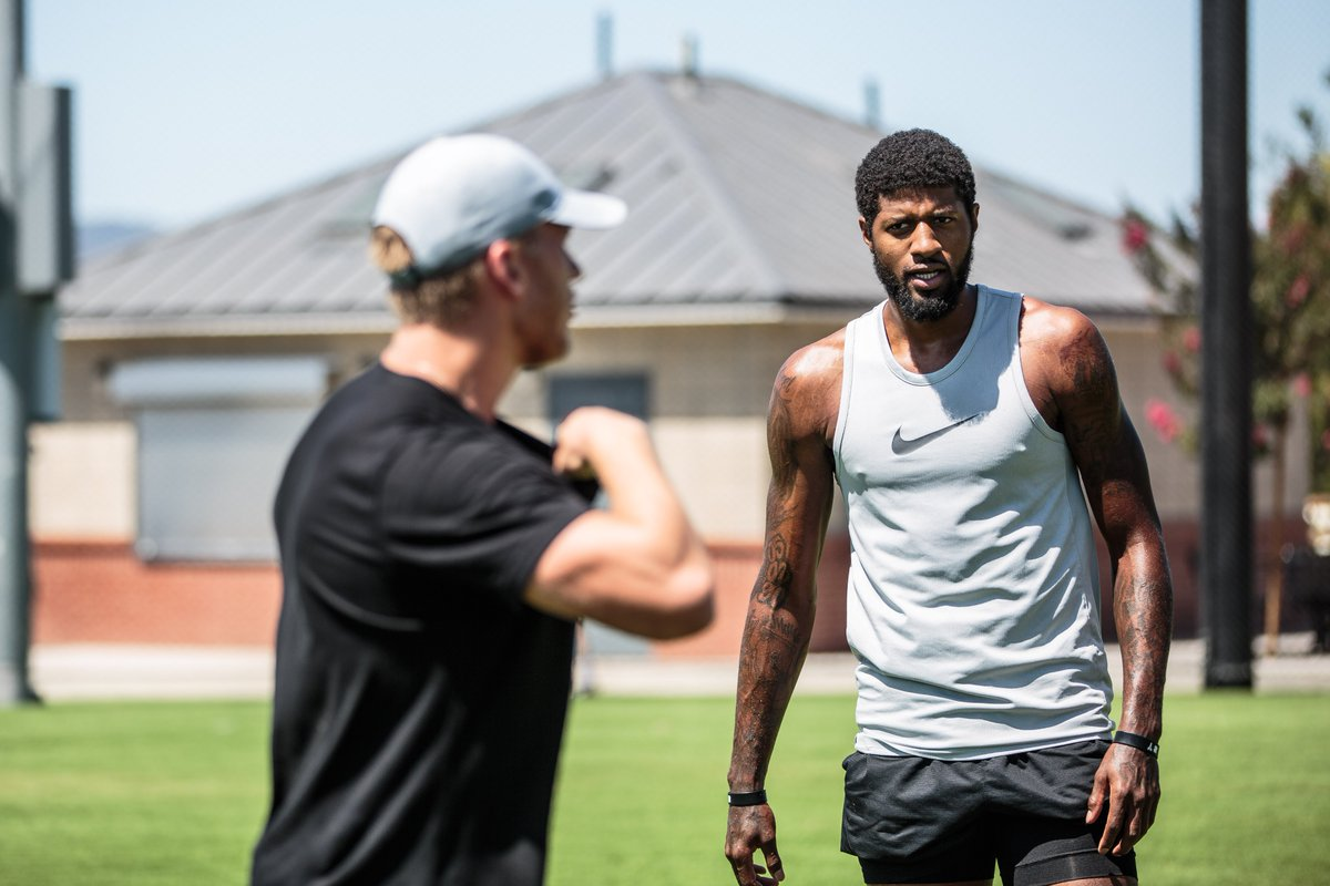 If that whole basketball career doesn't work out, @Yg_Trece, and you wanna try 🏈 just HMU.    😂 https://t.co/RTMaNbBy4q