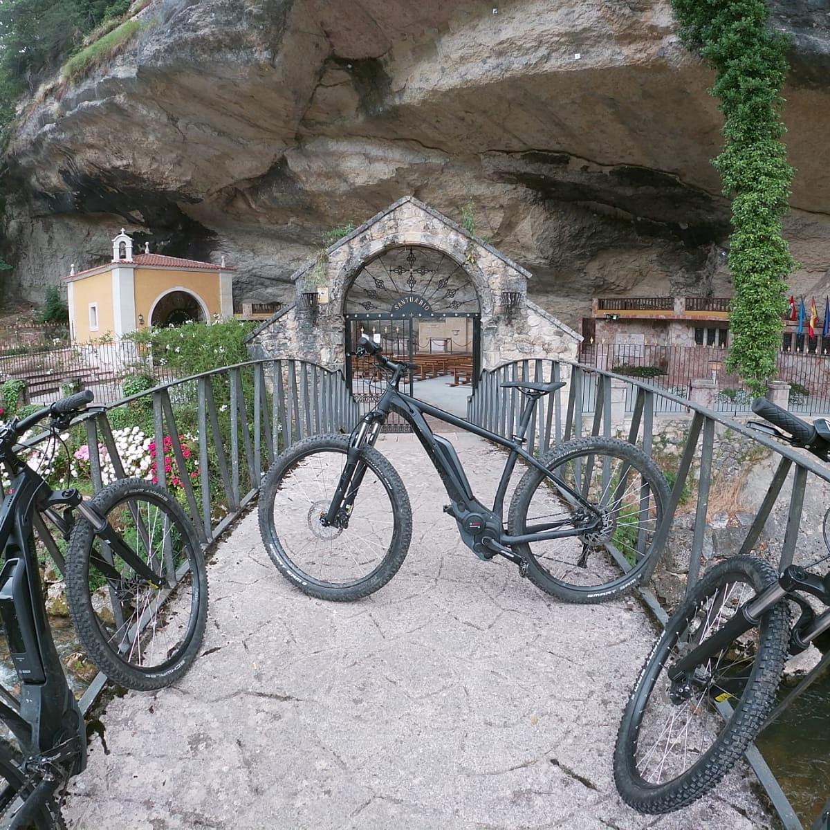 Vista obligada en Piloña, La Cueva, naturaleza, historia, simbología. https://t.co/Sw2n0mnyEV #puraaventurayocio #bike #bikeinstagram #piloña #btt #turismoasturias #turismonacional  #ebike #bicielectrica #alquilerdebicicletaselectricas #vistapiloña #tierradeasturcones @alexur10👍 https://t.co/afMSmol8tV