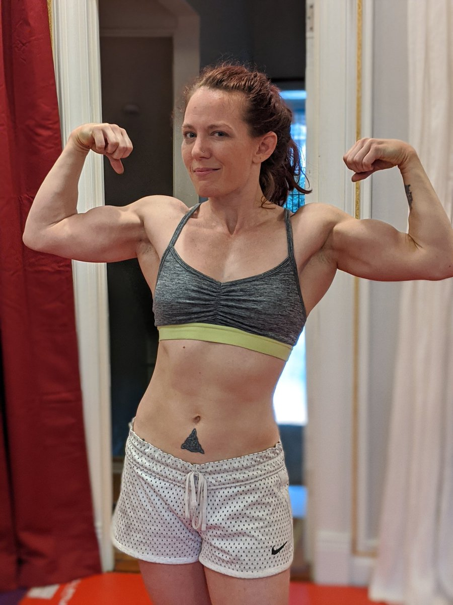 After a workout and before filming.  Busy day - as always!   #biceps #flexing #girlswholift pic.twitter.com/AKKRSwd5dB
