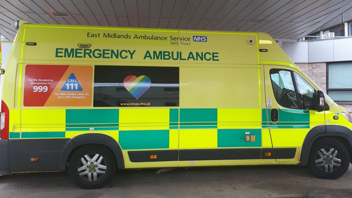 Nice to see colleagues from @EMASNHSTrust and @WNDLRAirAmb at @CUH_NHS today, as well as our usual teams from @EastEnglandAmb. Working together across regions to provide the best care for our patients. I hope you found your way back out of our one-way system 🤣! #OneTeam #NHS