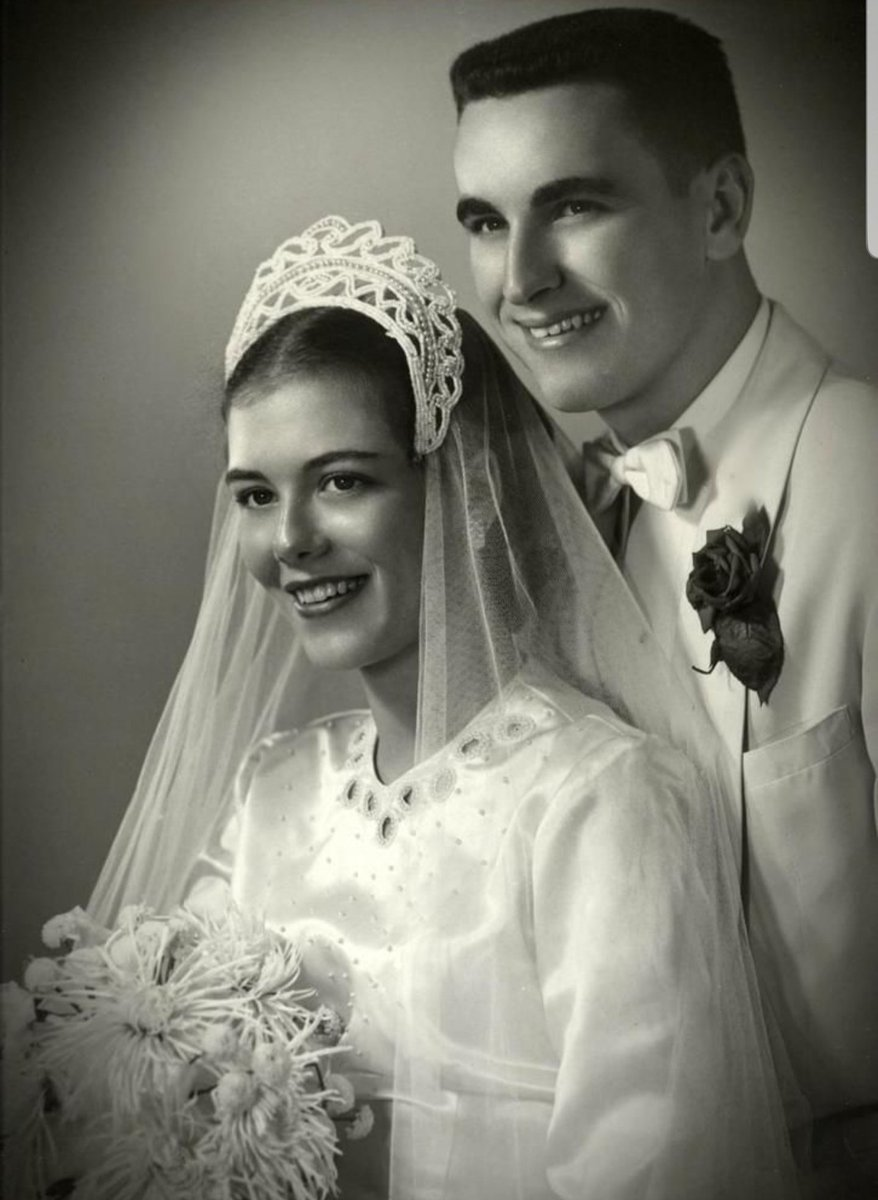 The happy couple in a 1950s wedding photo. In black & white and colour.  #edinburgh #photography #photoshop #photooftheday #digitalart #scotland #restoration #vintagepictures #blackandwhite #vintagepic #oldphotos #weddingphotography #bride #groom #wedding #weddingday #editingpic.twitter.com/zA2PdafbuT