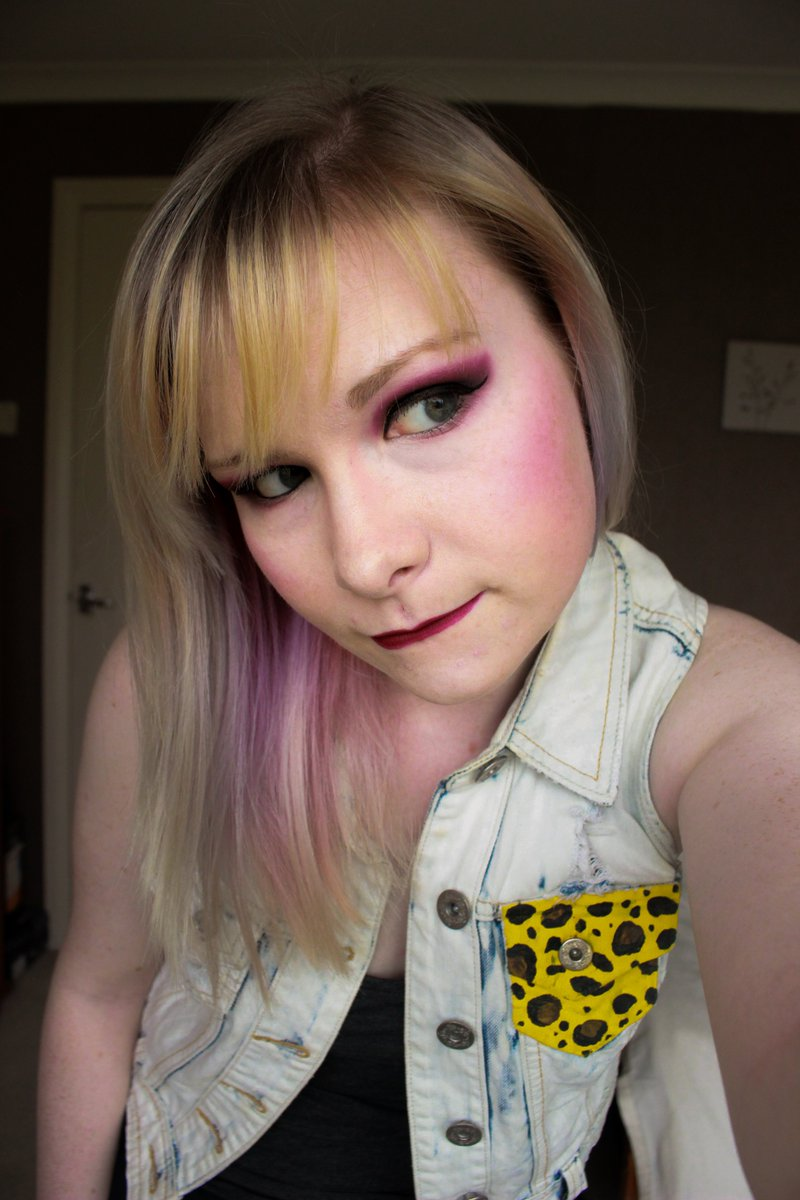 This week's makeup look was a regal purple and gold combo! One of my fave looks, easily  #makeuplook <br>http://pic.twitter.com/Dzjza95m05