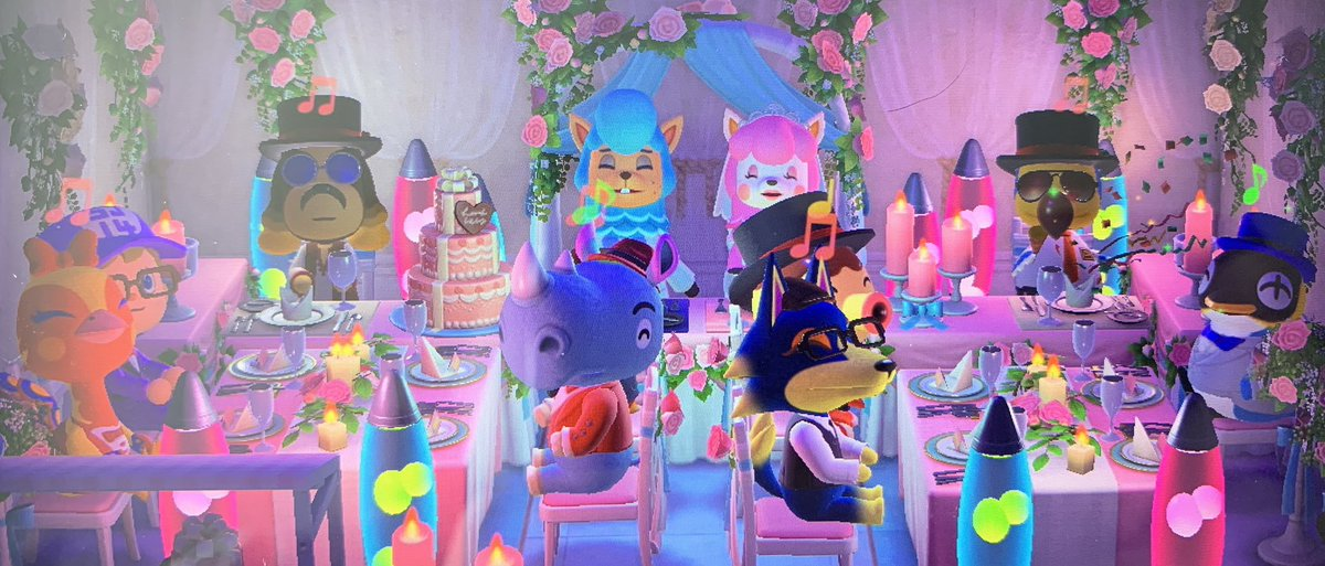 The wedding event is over. Time for the best photos SJ took.  I think the garden theme was my favourite to play around with.  #AnimalCrossingNewHorizions #achn #weddingseason pic.twitter.com/Xl6JvRLXMK