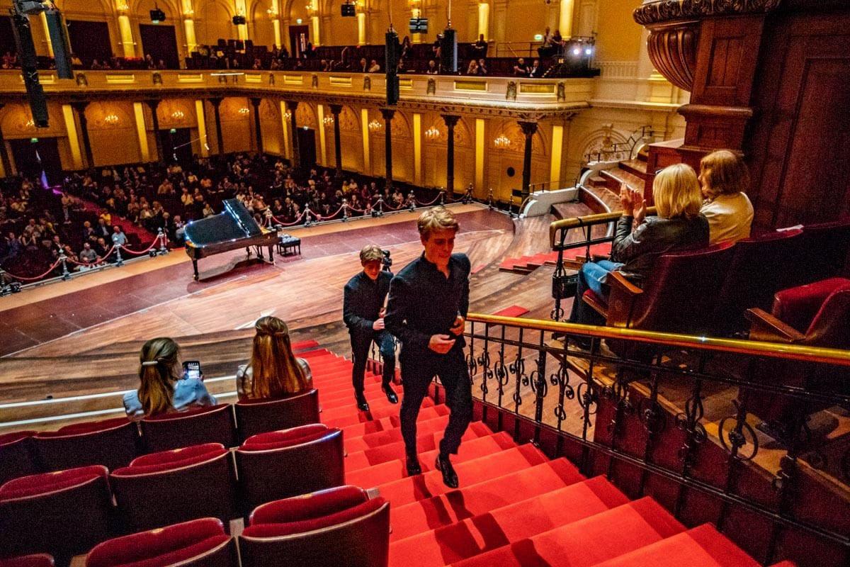 We zijn weer open! De gebroeders Jussen gaven zojuist het eerste openbare concert in Het Concertgebouw na een lange periode van sluiting. https://t.co/khfVVdLAHb