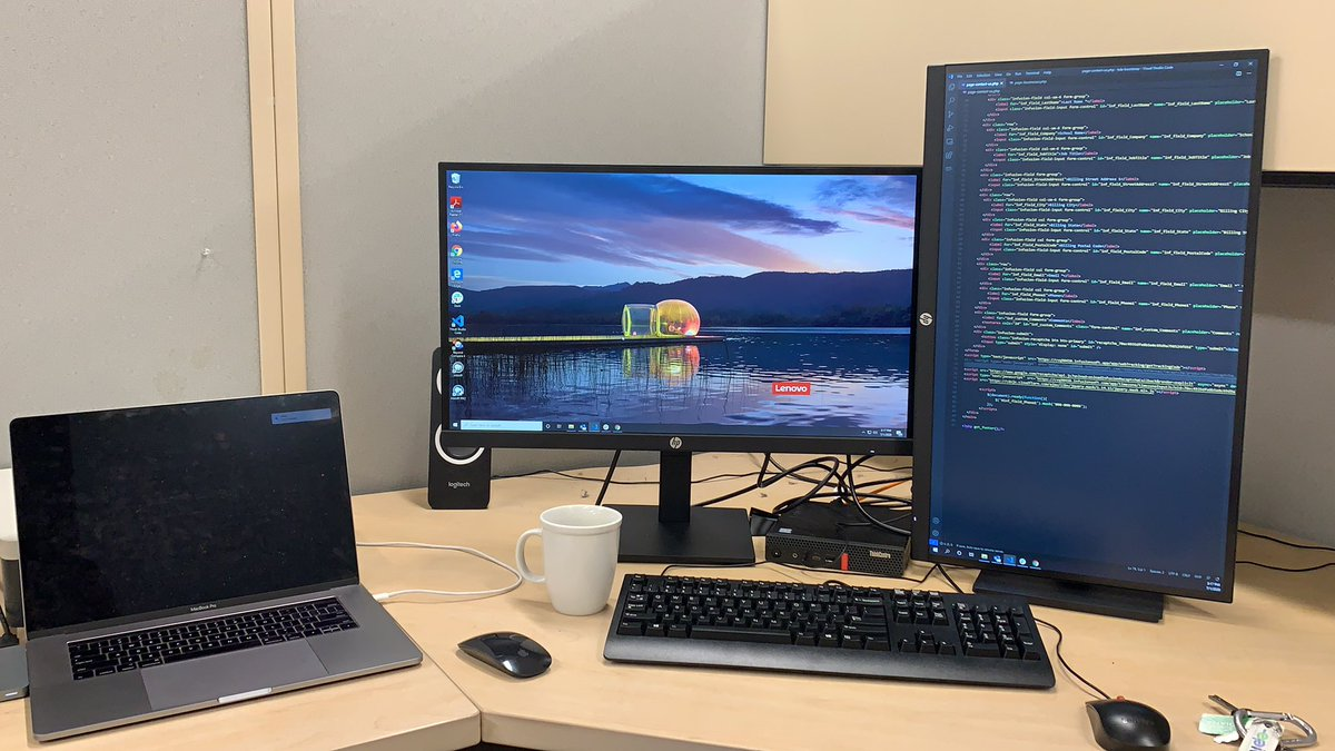 Started my #FullStackDeveloper job a few weeks ago and finally have my desk setup and ready to go. <br>http://pic.twitter.com/ClN6HXyubM