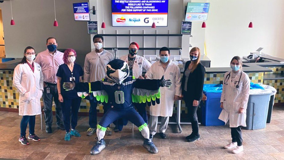 It's easy to B positive when Blitz is in the house! Thank you @Seahawks for hosting our @CenturyLink_Fld Pop-up. Come in & donate in the Verizon Lounge through the month of July. https://t.co/uEcZ5hrlLS