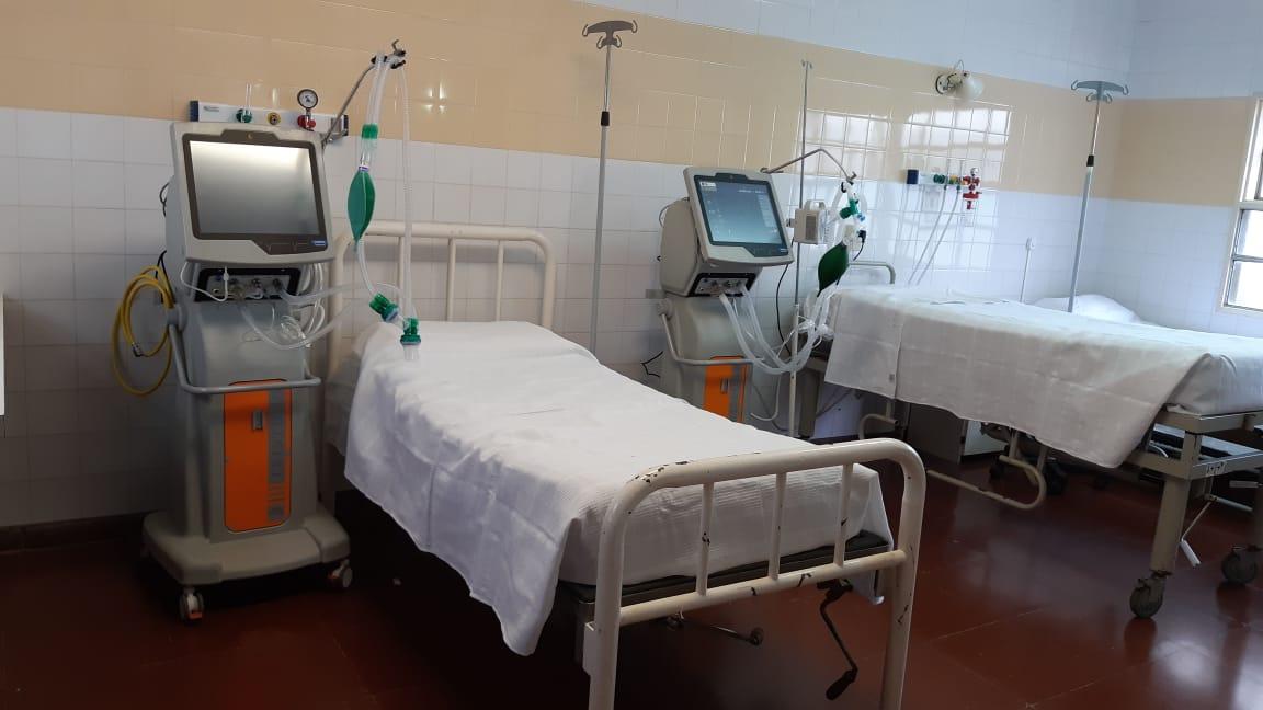 Frente a la pandemia, seguimos fortaleciendo el sistema de salud pública de Mar Chiquita. Gracias al gobernador @Kicillofok y el ministro @DrDanielGollan recibimos dos respiradores de última generación para el Hospital Municipal, importantísima incorporación de aparatología. https://t.co/4mnfbn9RTz