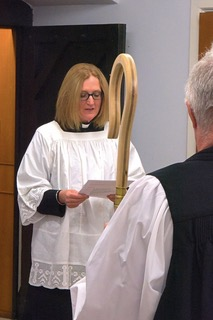 On Monday Reverend Julie Wearing was licensed as Vicar of Crosby #Scunthorpe by the Bishop of Grimsby, Rt Reverend David Court, assisted by Archdeacon Gavin Kirk. We warmly welcome Reverend Julie to her new ministry in Crosby. @CofELincoln <br>http://pic.twitter.com/MHPZaEO925