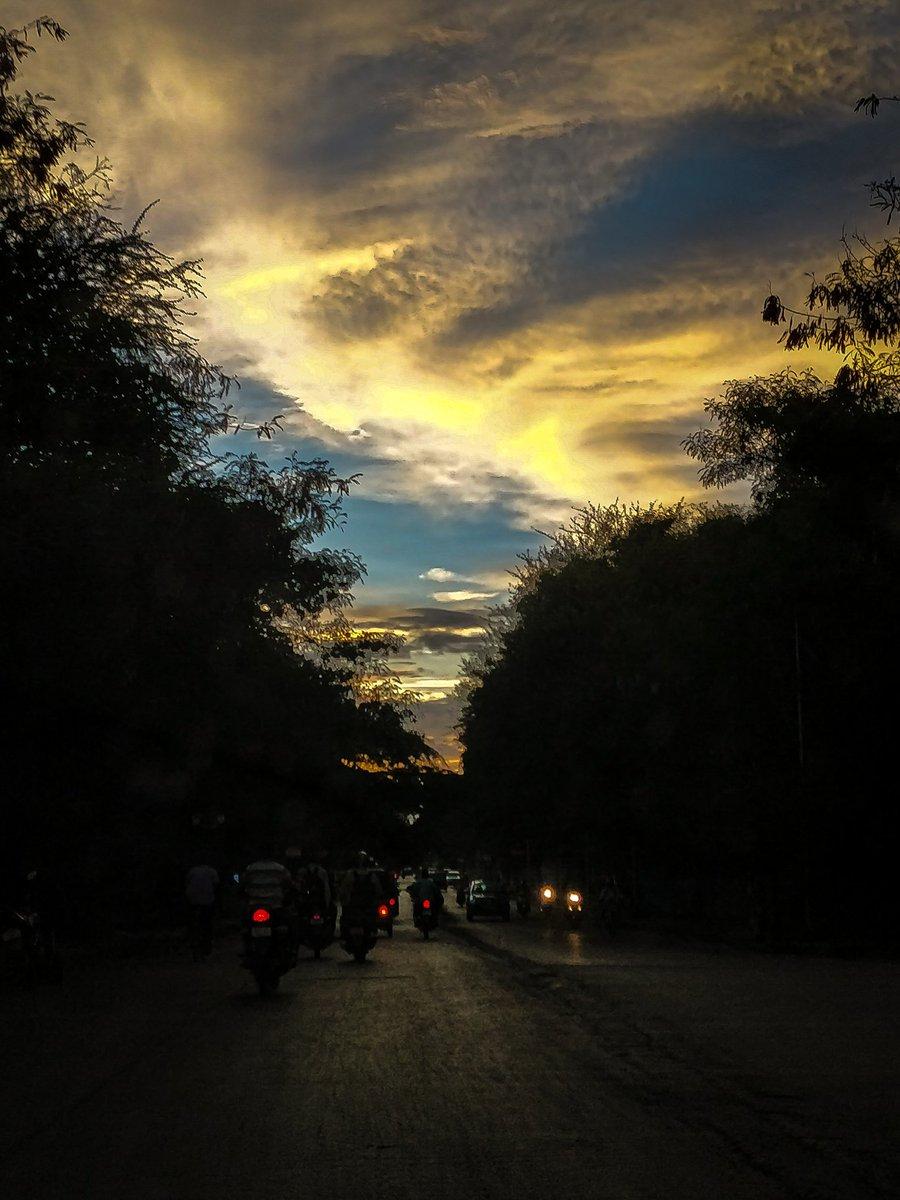 RT @Ankur_Shri01: Always a #sunsetchaser #sunset #pune #colorfulskies #koregaonpark #mundhwa https://t.co/gaMMSpd1eu