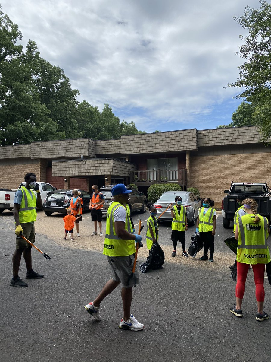 We love our Charlotte community!! #HealCharlotte appreciates everyone who came out on Saturday to clean up Reagan Drive for our 2020 Community Clean Up. We all must continue to #doourpart! #sweatequity #welovecharlotte #HealCharlotte #cleaningourcommunity #everykindactcounts https://t.co/jKK7ZT5hTe