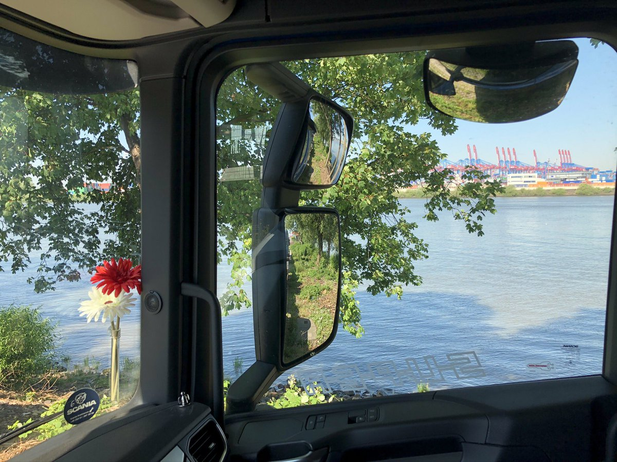 #truckerslife #enroute #unterwegs #portofhamburg pic.twitter.com/QjILkmImKa  by coeurdenomade