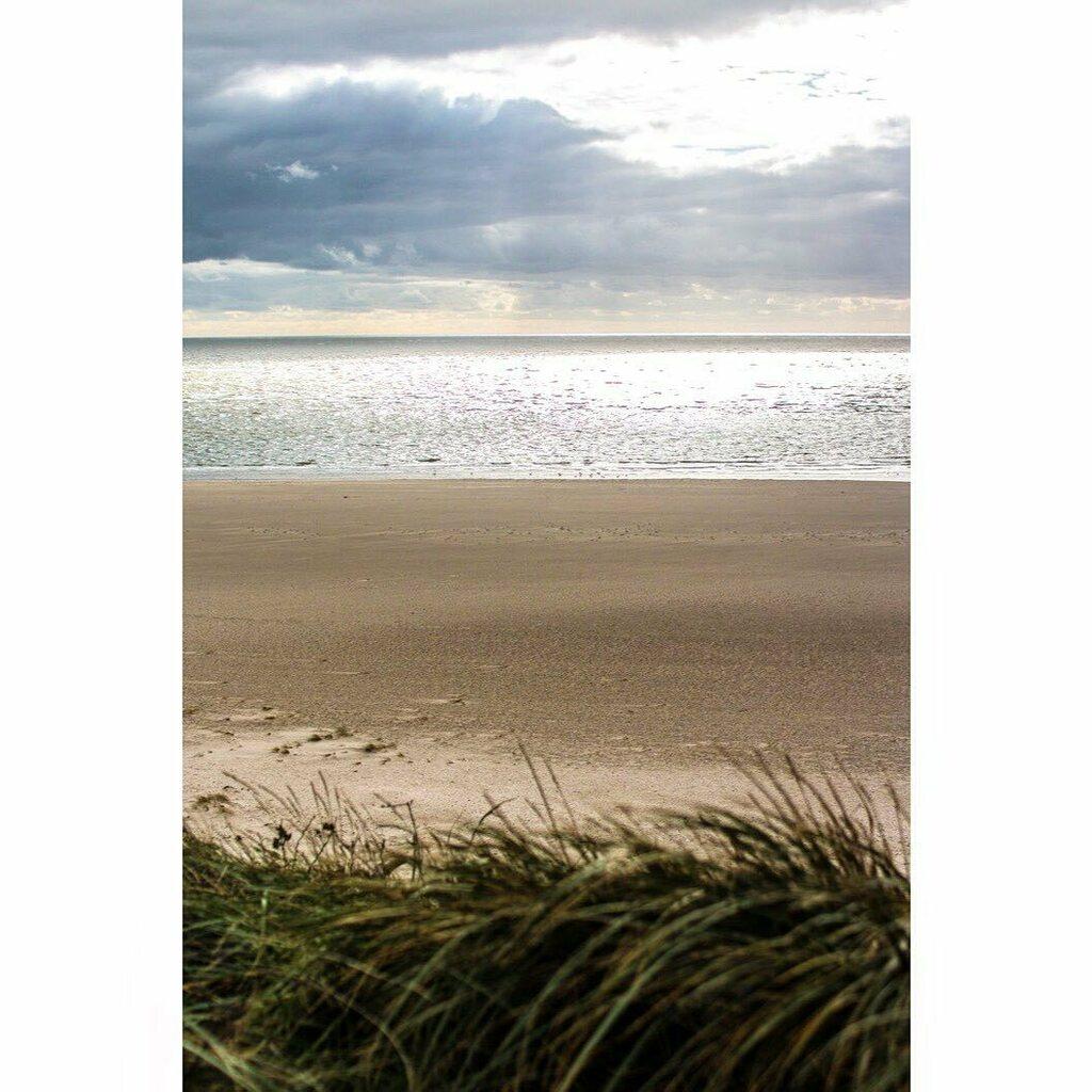 Die Sehnsucht nach dem weiten Meer. #sea #beach #nordseeküste #naturelovers #beautifulnature https://instagr.am/p/CCG7N1bqEyA/pic.twitter.com/5NMbY8KPOf  by Dinner um Acht