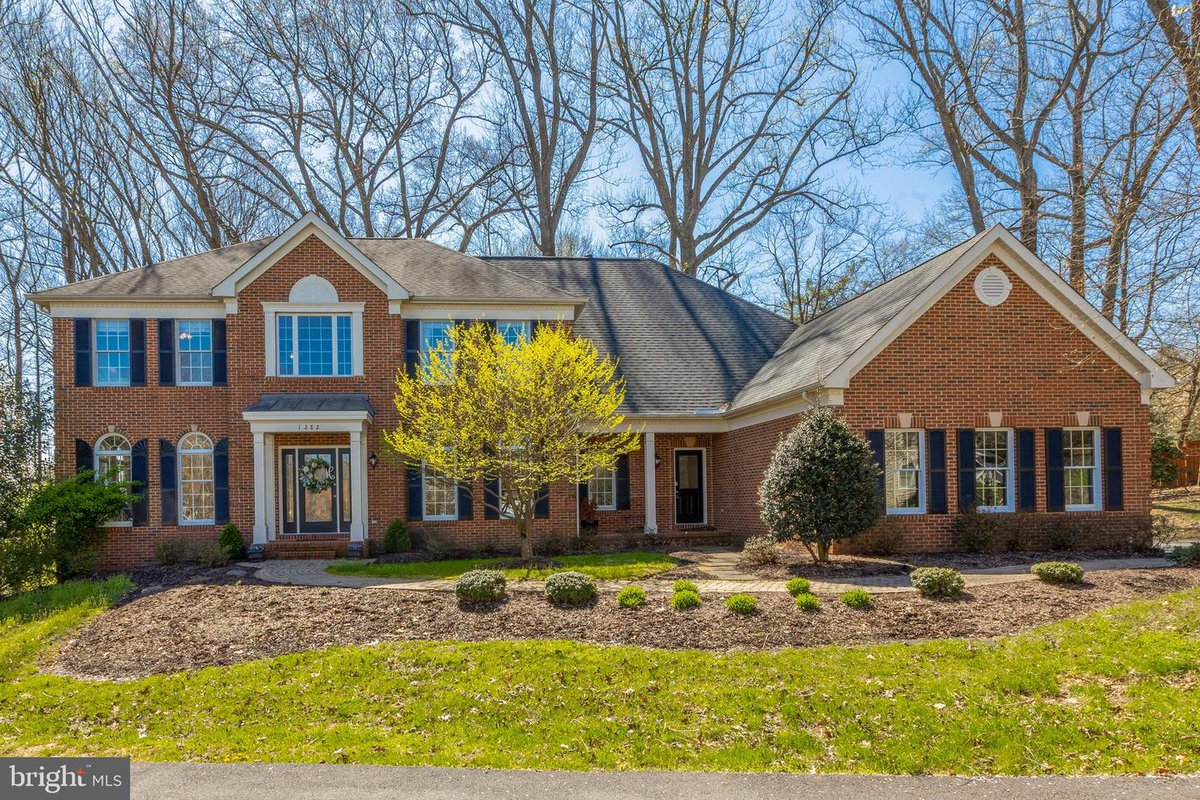 I am looking for a buyer for 1282 COBBLE POND WAY #Vienna #VA  #realestate http://tour.c21nm.com/home/HCSVZX  [For sale]pic.twitter.com/UnNNjof78F