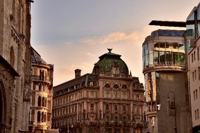 Viena renace como destino turístico y lo hace con estrictas medidas de seguridad para evitar nuevos contagios que puedan amenazar de nuevo a #Europa. https://t.co/qmYm3BCIe9 #viajes #turismo #travel https://t.co/kUGRTxD5IJ