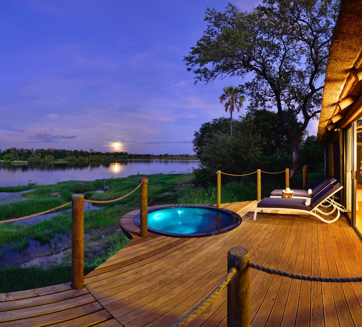 On this week's G'Day with Ian Swain #podcast, Ian speaks with Roddy Meiring of @VFriverlodge, from the shores of the mighty #Zambezi River in #Zimbabwe. Three elephants casually wander past in a scene which showcases just what makes the lodge so special.  https://t.co/FtPGhPFOhn https://t.co/IE24wUOMd4