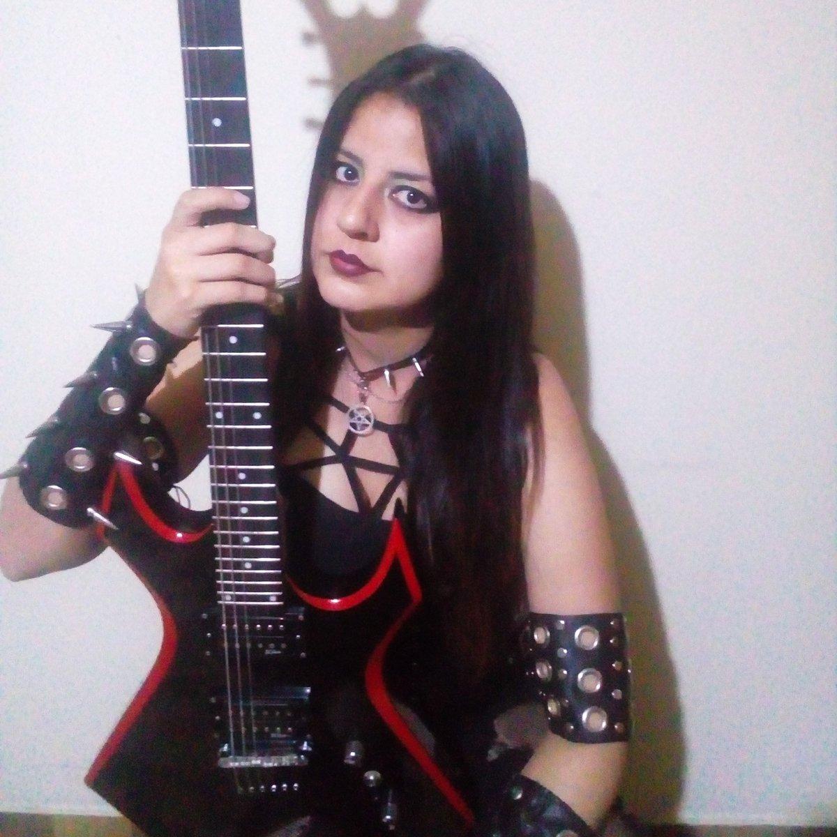 #aghory #femaleguitarist #guitarist #blackmetal #extrememetal #metalhead #metalwoman #vocalist #metalcolombia #MetalMusicpic.twitter.com/Xvt0yuqsfT