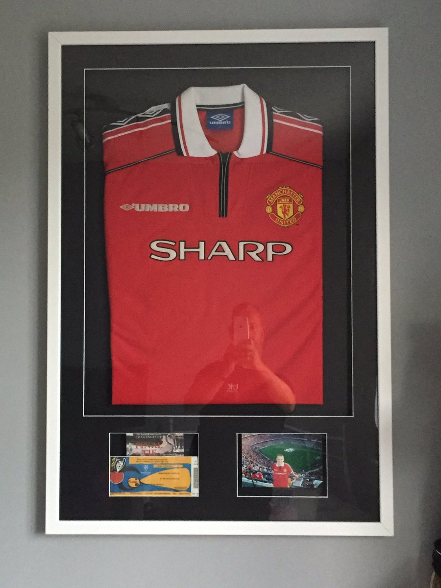 Made myself a nice little addition to the office at home! ...Shirt worn at Barca 99 an Final ticket plus FA cup final ticket #Treble99 #mufc 🇾🇪 https://t.co/yjWM9UAtJV