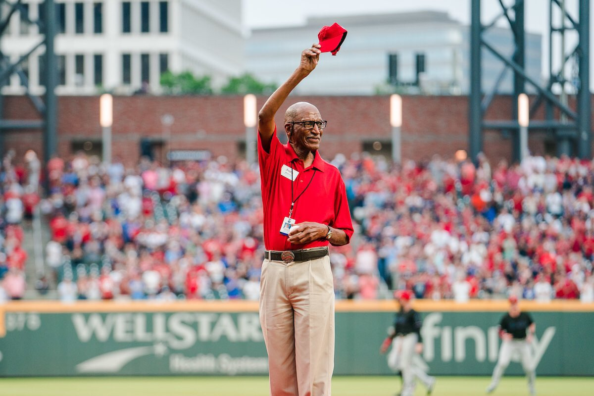 Celebrating the birthday of our very own Walter Banks today! Reply with your photo with the @Braves legend! ❤️