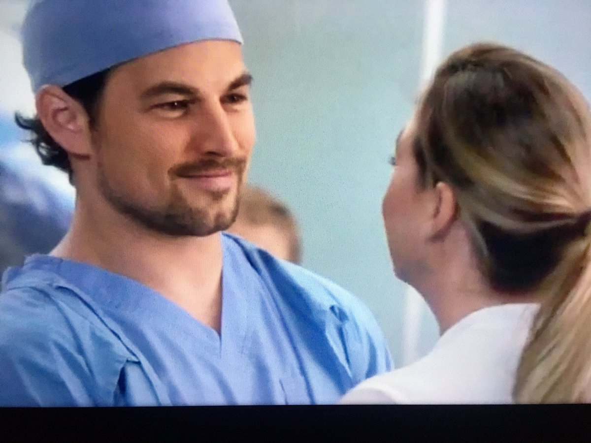 I can already imagine how Andrew's transition from resident to attendant will be. I am so anxious to see dark blue and Mer proud of him #GreysAnatomy #GreysAbc @GreysABC https://t.co/UyAsnrCoEQ
