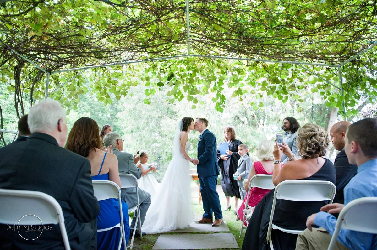 July at Tarrywile Mansion is when our grape arbor is at it's fullest and the perfect location for your wedding ceremony. @definingstudios  #wedding #connecticut #weddingvenue #weddingseason https://buff.ly/2Zptmg8pic.twitter.com/kBcLeJbsW6