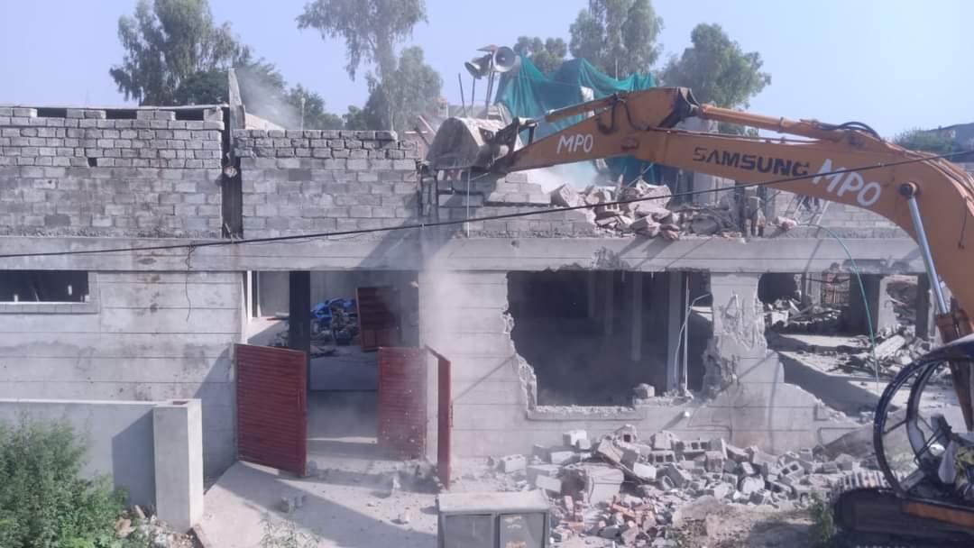 اسلام آباد میں  ایک مسجد بغیر کسی نوٹس کے گرادی گئی۔ ہم بطور مسلمان اس اوچھے ہتھکنڈے کی پرزور مزمت کرتے ہیں۔ https://t.co/PAXYNUdnVE