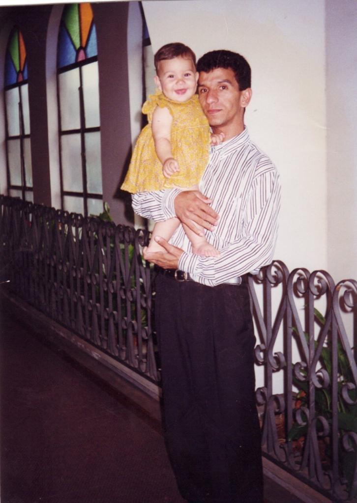 e boa noite com essa foto perfeita minha com meu pai https://t.co/iPYsudxMwm