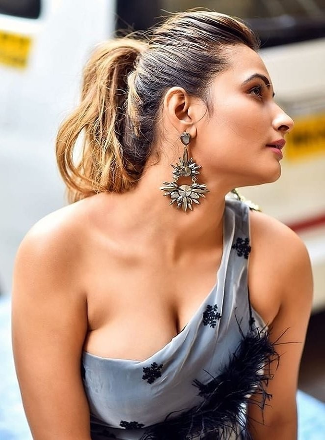 I NEED A KISS#Shrutihassan #Cleavage #navelqueen #navel #bikini #redlips #UlluApp #SimranKaur #tollywoodactress  #BreastChallenge  #SamanthaAkkineni #beachgirl #sareeswag  #KajalAgarwal #PoojaHegde  #Tamannaa #Rashmika #Nabha #Nidhi #Malavikapic.twitter.com/yHlYnBpXFt