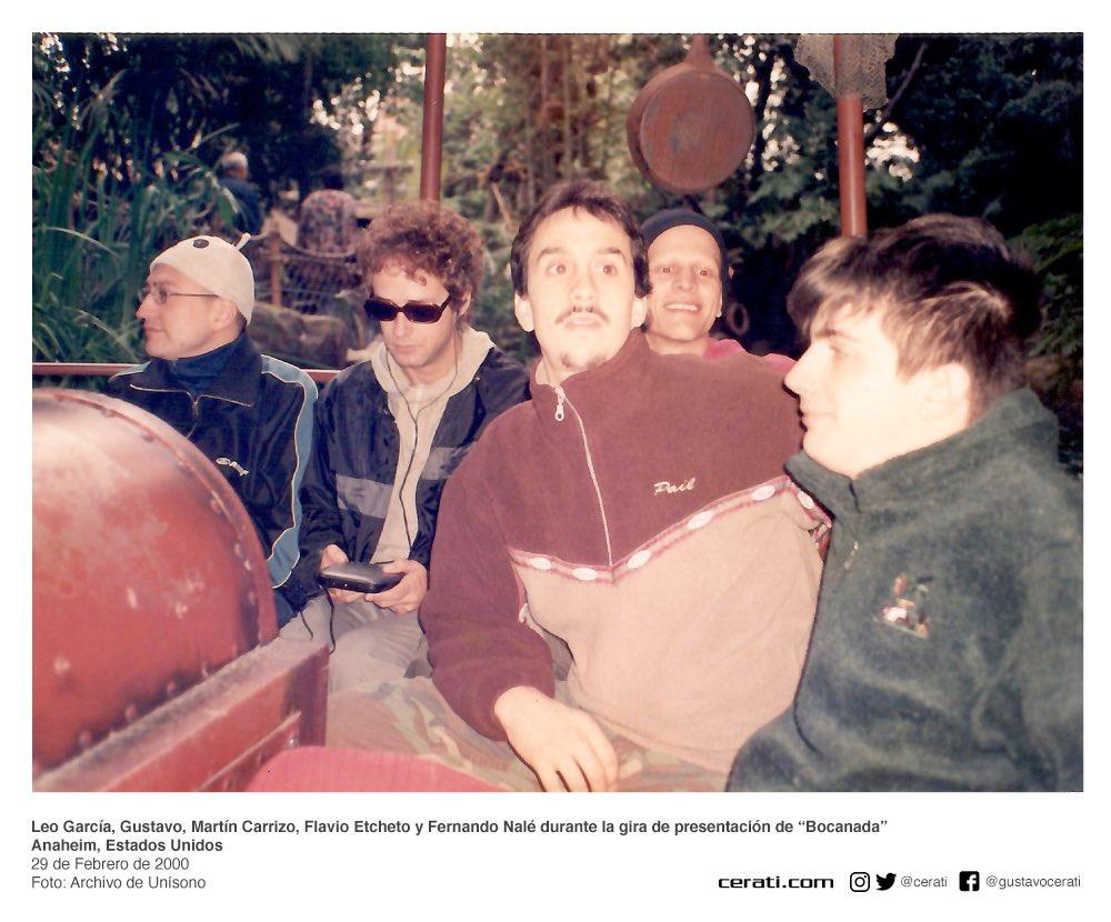 """Leo García, Gustavo, Martín Carrizo, Flavio Etcheto y Fernando Nalé durante la gira de presentación de """"Bocanada"""" Anaheim, Estados Unidos 29 de Febrero de 2000 Foto: Archivo de Unísono https://t.co/GptRfaY5zP"""