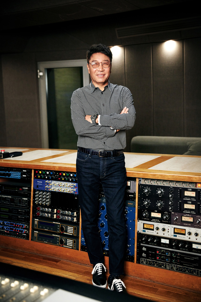 Lee Soo Man will lead the K-Pop section of the 'Korea Accompany Sale Special Event'  He planned the entire performance, showing AR + other tech  Super Junior K.R.Y., Red Velvet, NCT Dream will perform  Broadcast through MBC, YouTube, V Live - July 3 9pm   https:// n.news.naver.com/entertain/now/ article/609/0000296236  … <br>http://pic.twitter.com/Gf2mPAJhlb