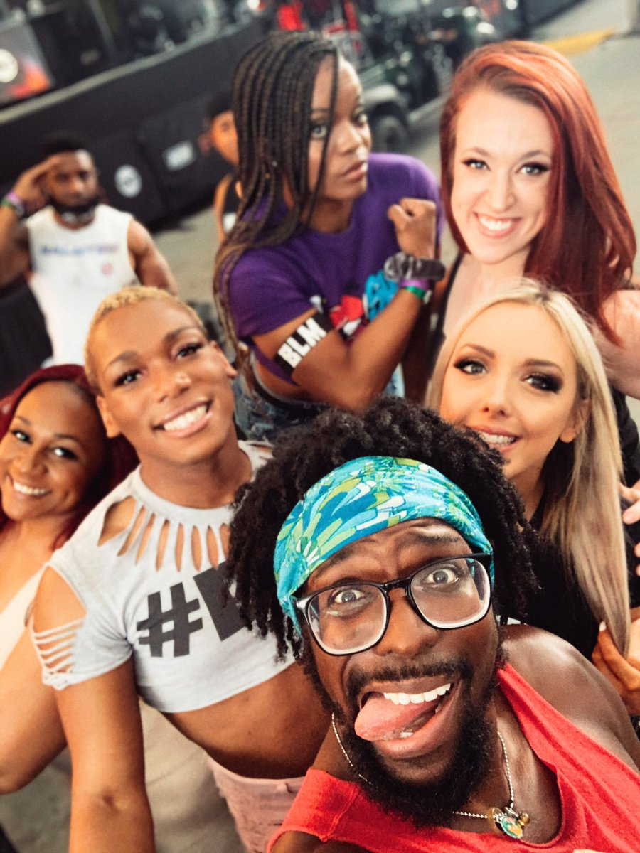 I love these people..🖤🤎 Y'all ready for #FyterFest ?? Night one starts now..🖤🤎