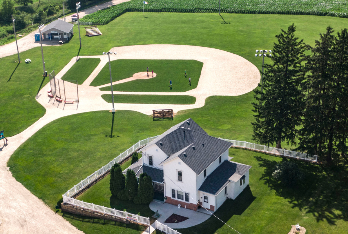 Cardinals to replace Yankees in Field of Dreams game  https:// trib.al/pykCtLk    <br>http://pic.twitter.com/cYEegT0LxF