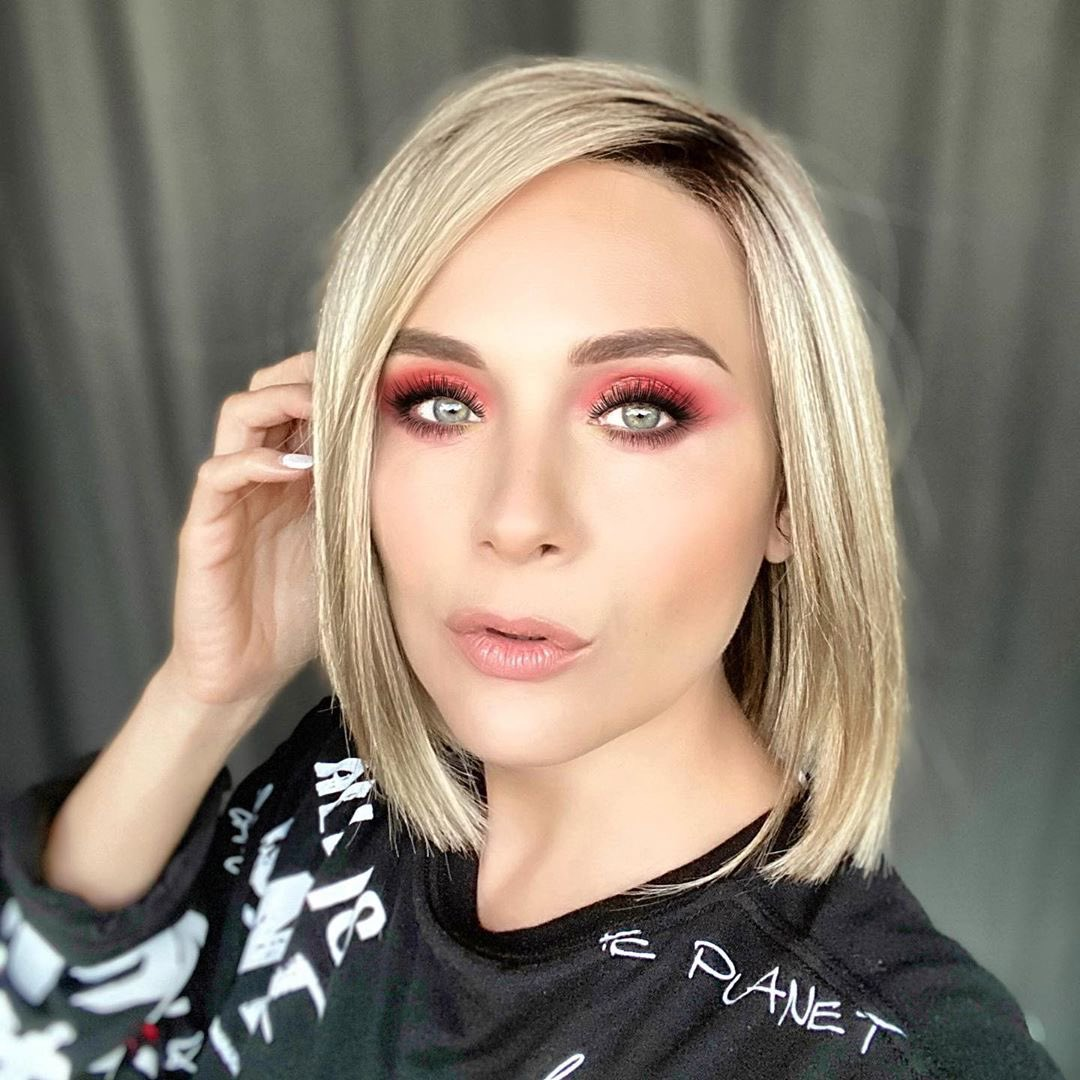 Yana's look with rose makeup with our Kai wig in Rose Gold-R is everything right now...#reneofparis #alopecia #alopeciawigs #fashionwig #cosplaywig #cancerwig #wig #wigstyle #wiglook #medicalwig #chemowig #behindthechair #jewishwig #alternativehair #syntheticwigpic.twitter.com/NhtzXg0kq8
