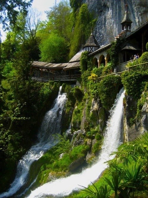 Waterfall castles located in Poland <br>http://pic.twitter.com/qlJZJIDj4y