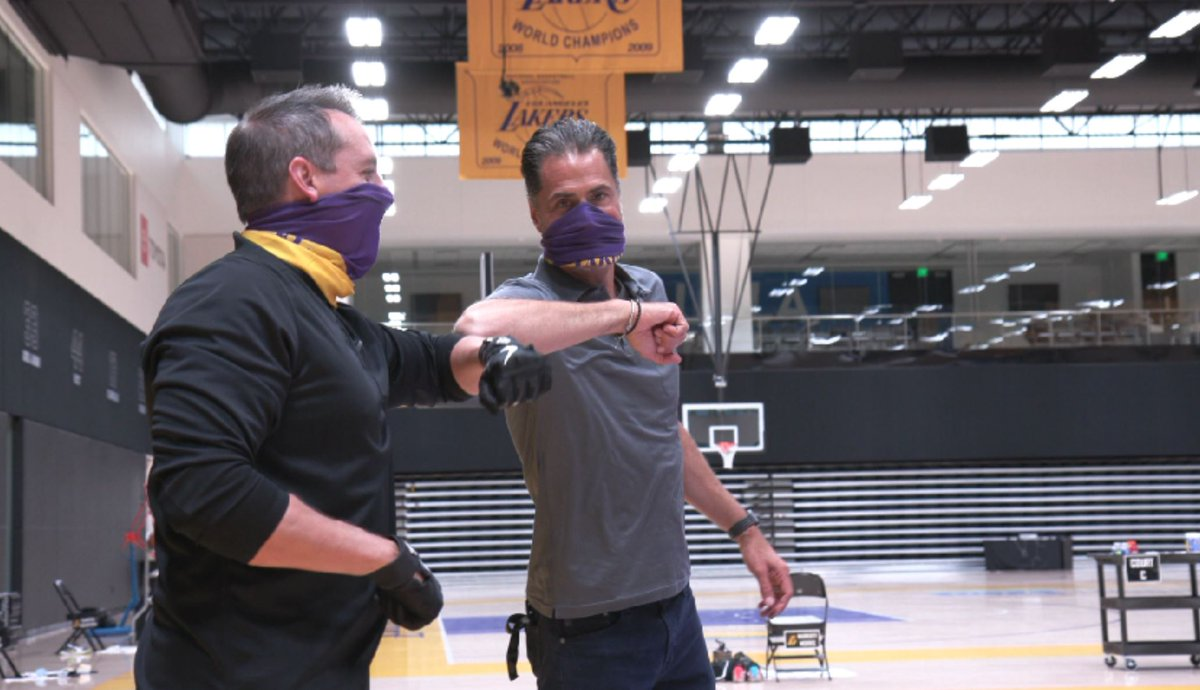 Lakers president Rob Pelinka & coach Frank Vogel bump elbows in masks during ongoing player workouts at El Segundo practice facility before Orlando return (via @SpectrumSN) https://t.co/Msv87yEvV7