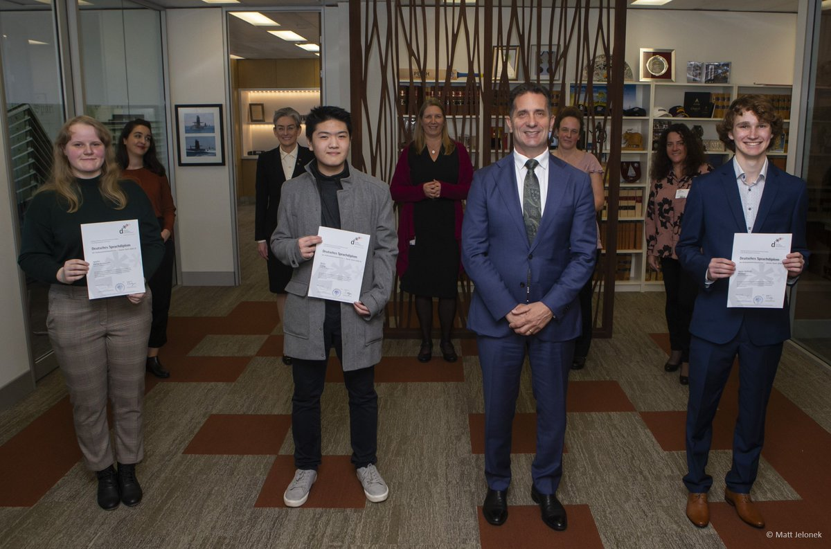 The Hon Paul Papalia CSC, WA Minister for Citizenship & Multicultural Interests, yesterday presented certificates to 3 German Language Diploma II graduates from the Goethe Society WA in Perth. Congratulations to Annika David-Rasmussen, Justin Warland and Philip Luong! https://t.co/nZVcMyrsGZ