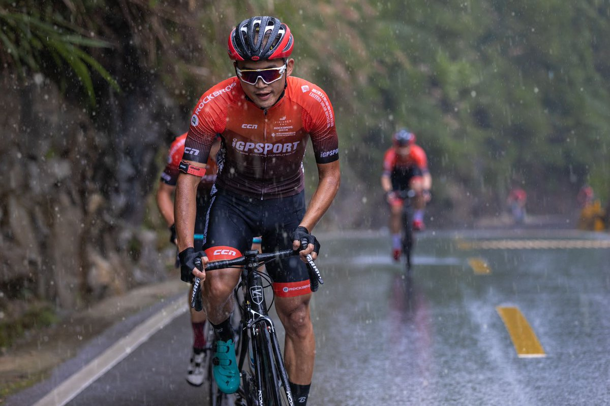 Without fear of wind and rain, this is the riding spirit.  #cycling #bike #roadcycling #training #bikecomputer #bikelife #WorldBicycleDay https://t.co/HUkQkG3Q2N