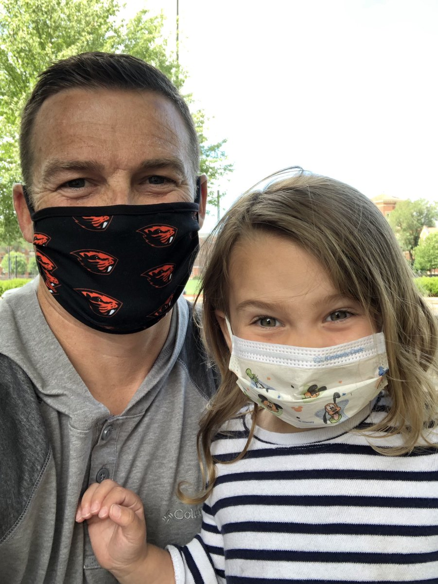 Masked up with this ham.  #MaskUp #GoBeavs #GirlDad pic.twitter.com/47eoXcSpRS  by Ryan Gipson