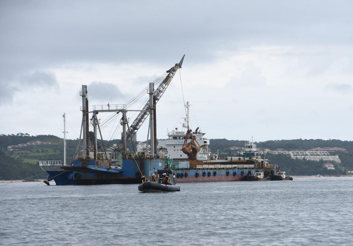 7月2日午前10時ごろ、大浦湾では土砂の詰め替え作業が進められていました。#辺野古 #henoko #沖縄 #okinawa https://t.co/r6NM88iq7Z