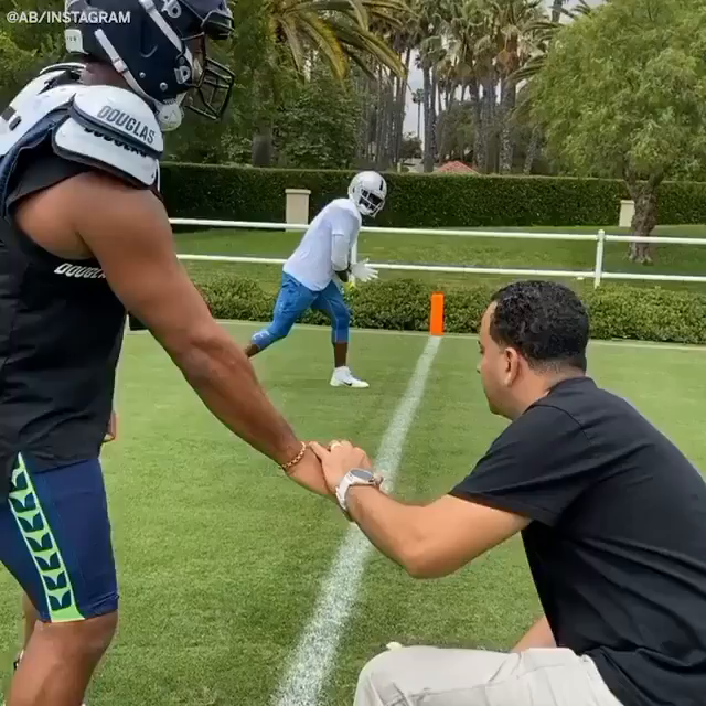 Antonio Brown is working out with Russell Wilson.  (via @AB84) https://t.co/4vV3Gm2xAU