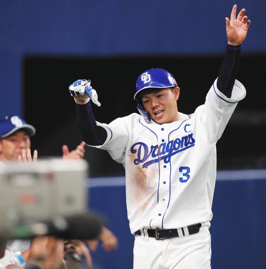 中日の頼れる5番・高橋周平が同点打 開幕から11試合連続出塁 中日・高橋が同点打を放った。1点を先制された直後の4回2死三塁。1ボールから外角138キロを中前へ運んだ。2月の実戦から無失点を続けていた阪神・秋山から38イニング目にして初めて奪った得点となった。
